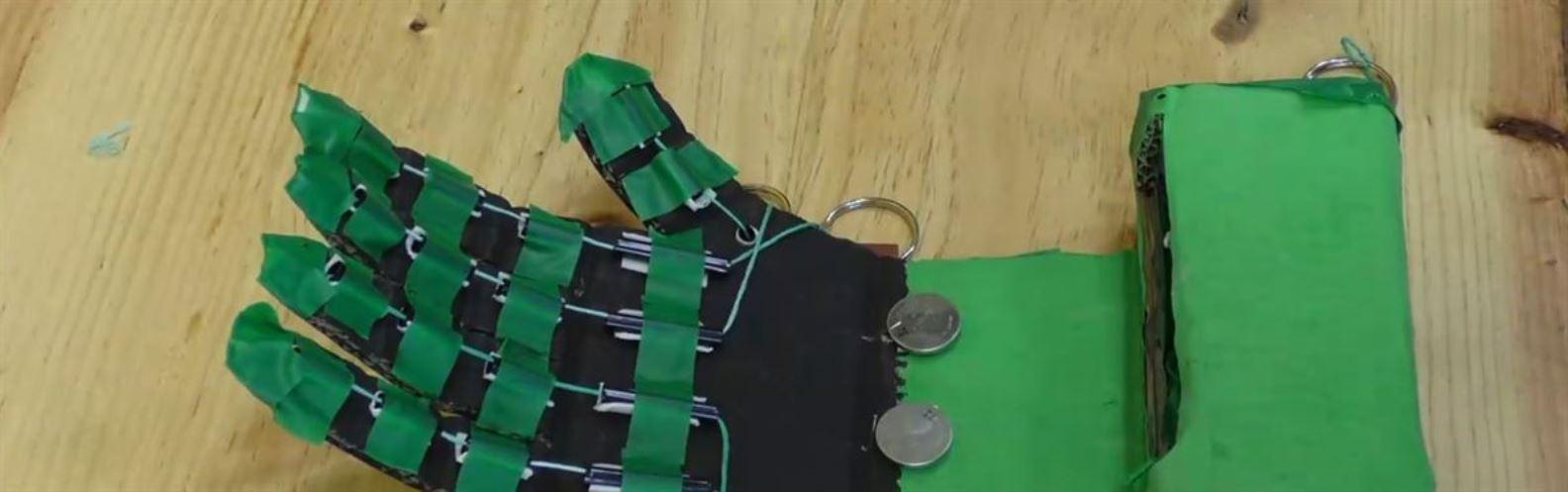 Actividad para niños de Reciclaje: ¡Puño Robótico!
